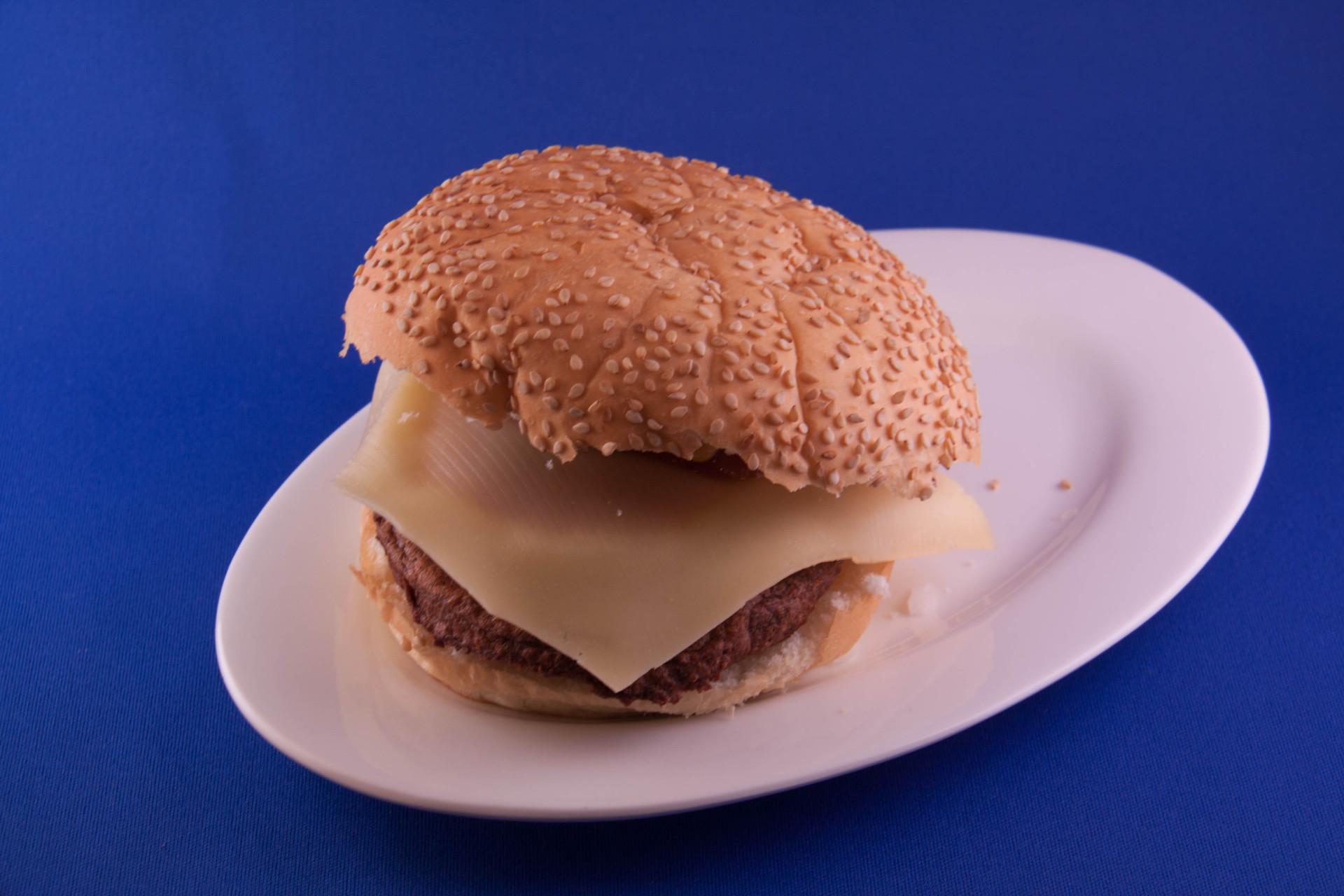 Broodje hamburger hawaii